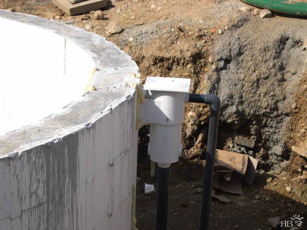 Al completamento della forma, dentro i casseri viene fatto il getto in cemento