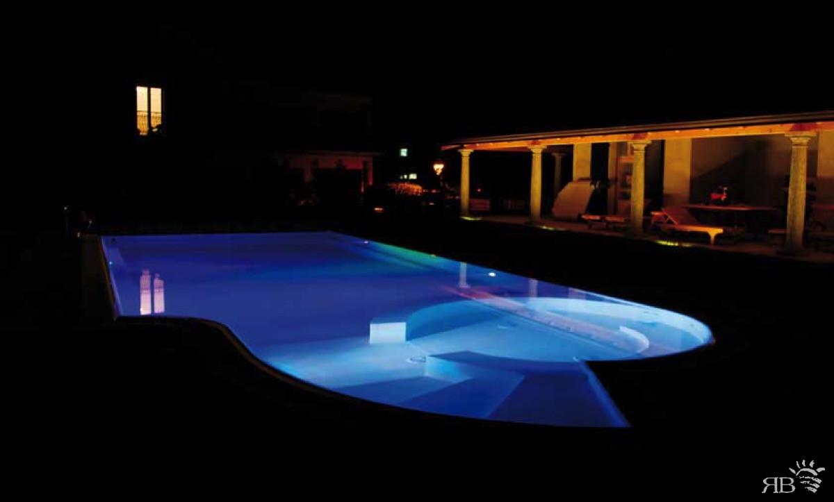 Illuminazione per piscina rb piscine - Illuminazione piscina ...