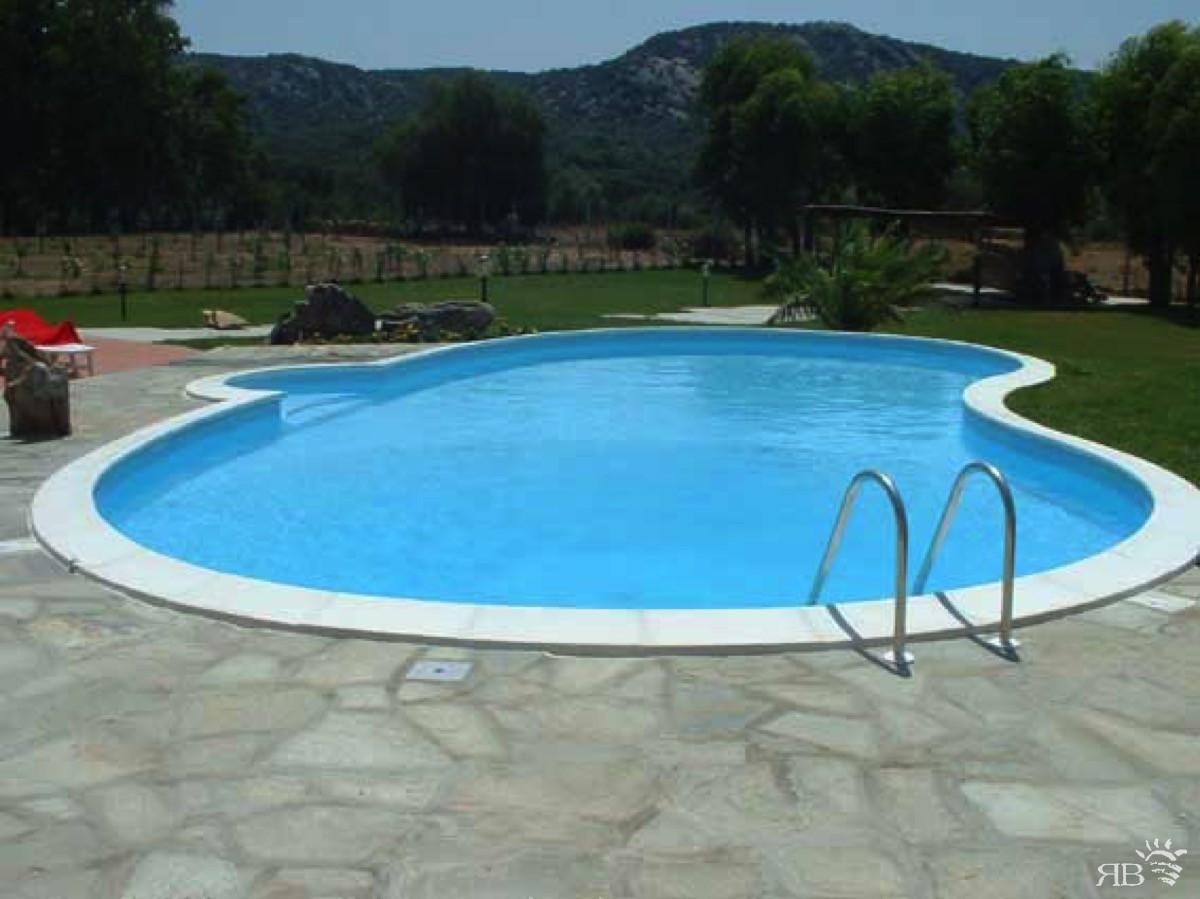 Piscina rubino per agriturismo rb piscine - Piscina a fagiolo ...