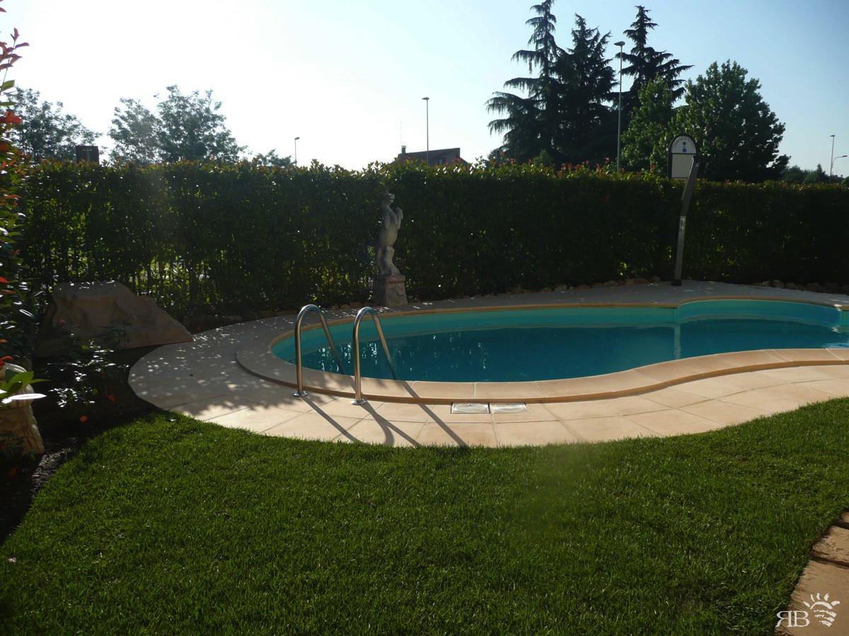 Piscina rubino per casa privata rb piscine - Piscine per casa ...