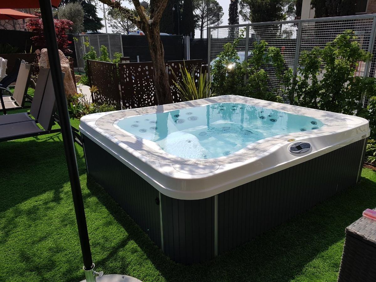 Spa idromassaggio jacuzzi profile rb piscine - Jacuzzi da esterno ...